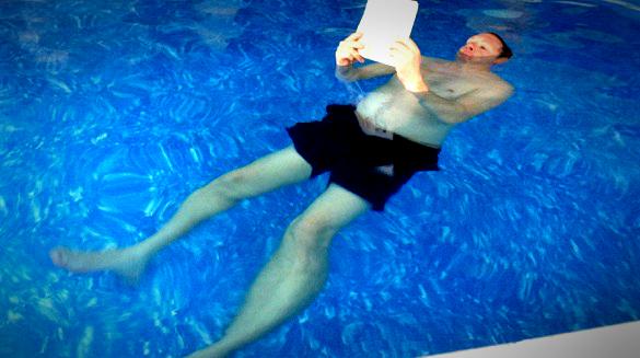 Vam noge tonejo med plavanjem?